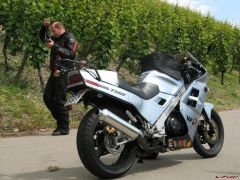 My VFR and V4 Rosso hedding to take pics, top of Mosel river