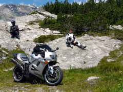 Taking a break halfway the first mountain pass