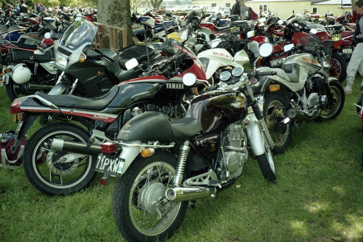 Late Eighties 1986 Yamaha XJ600RL and 1987 Honda GB500, Pukekohe racetrack