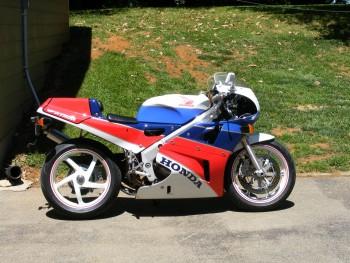 VFR750R Side