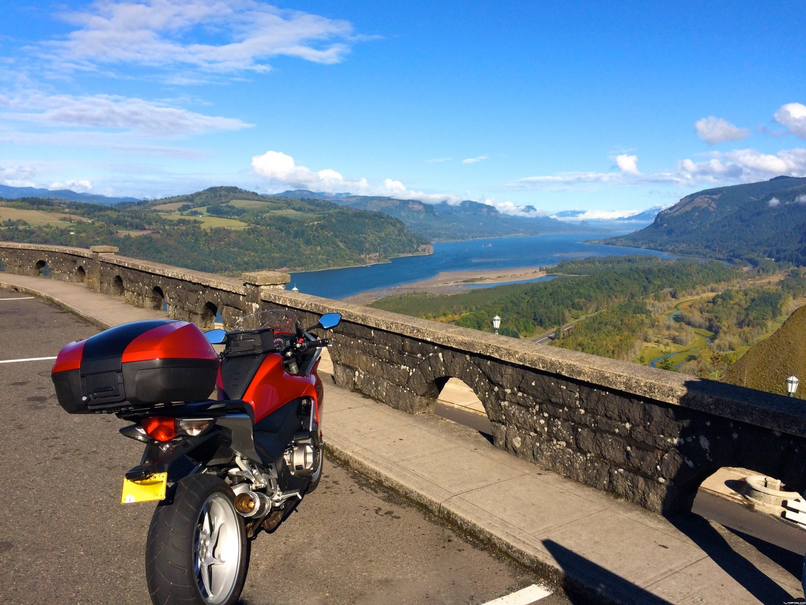 Vista House at Crown Point - Columbia River Gorge, Oregon