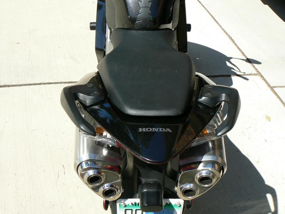 8VFR 06 rear.JPG