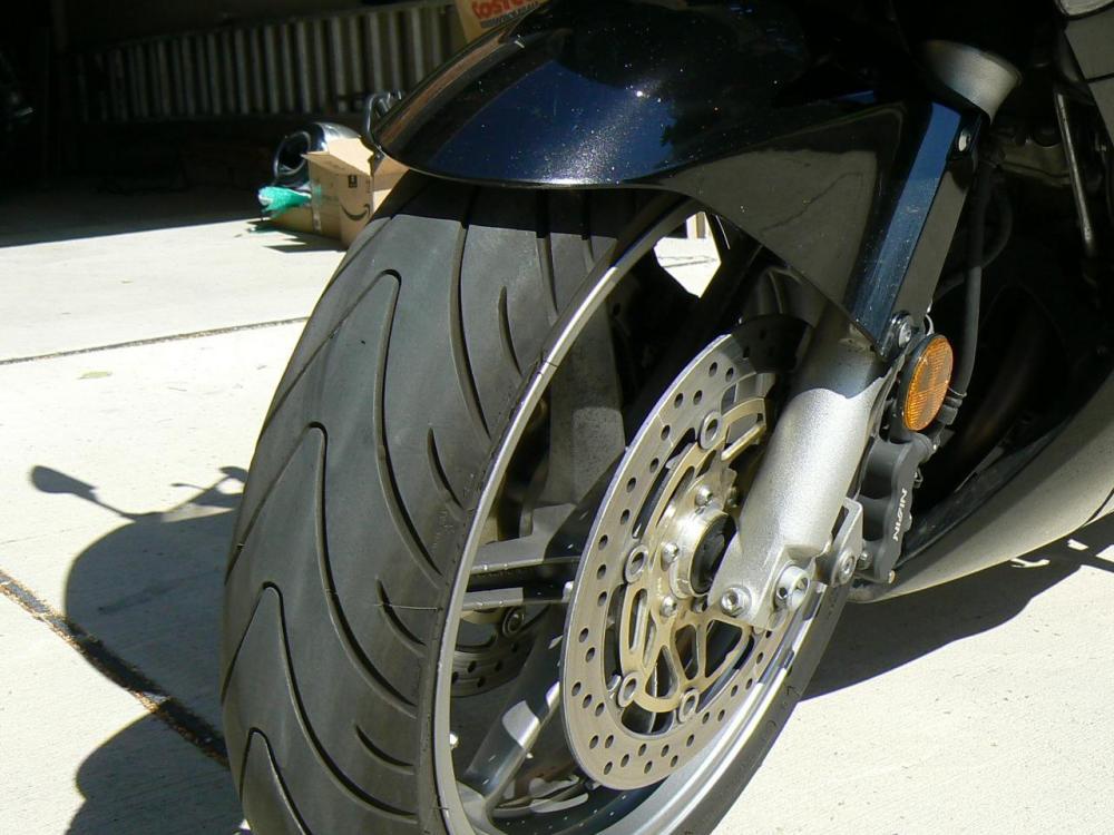 9VFR 06 front tire.JPG