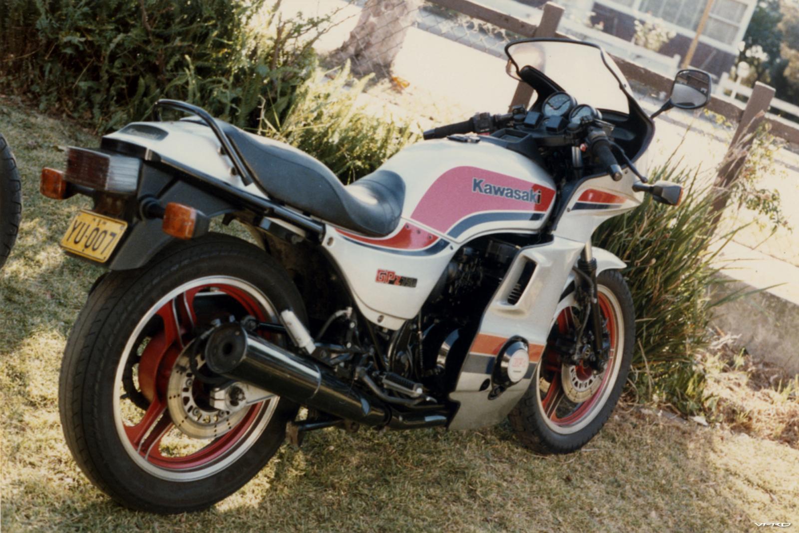 GPZ 750 b